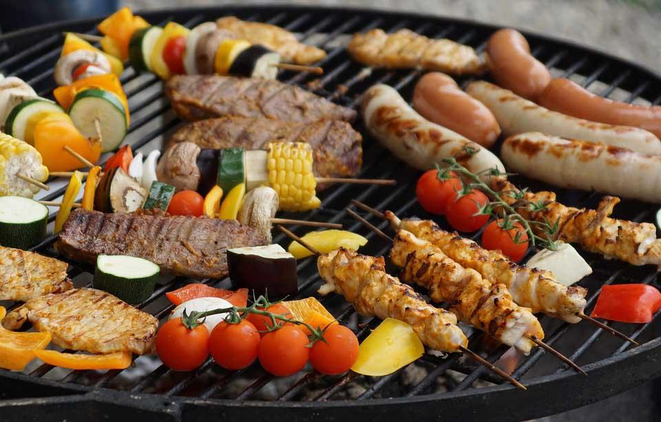 Beliebtes Grillgut sind Fleisch und Würstchen