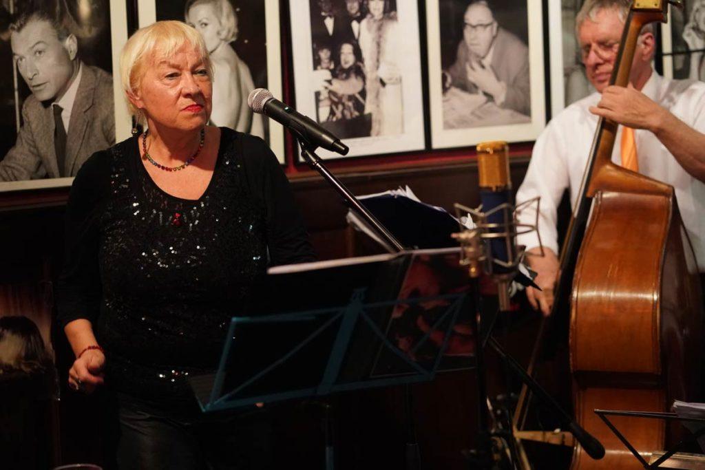 Jazz-Musik mit Sängerin